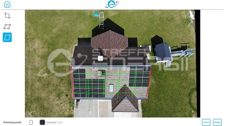 panele fotowoltaiczne zrzut z autorskiej aplikacji strefy energii, na którym widać dom z instalacją fotowoltaiczną na dachu