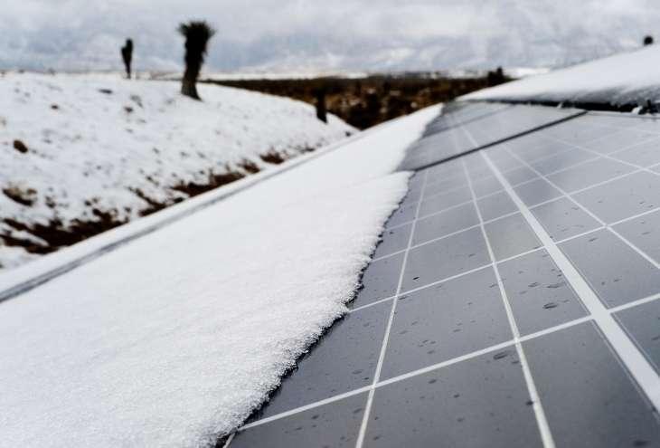 Śnieg na panelach fotowoltaicznych