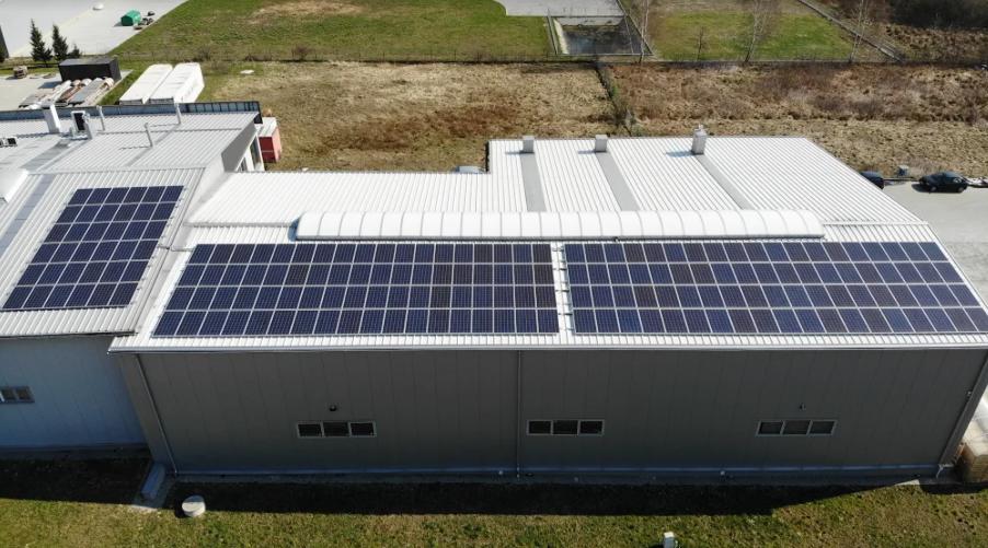 panele fotowoltaiczne na dachu firmy